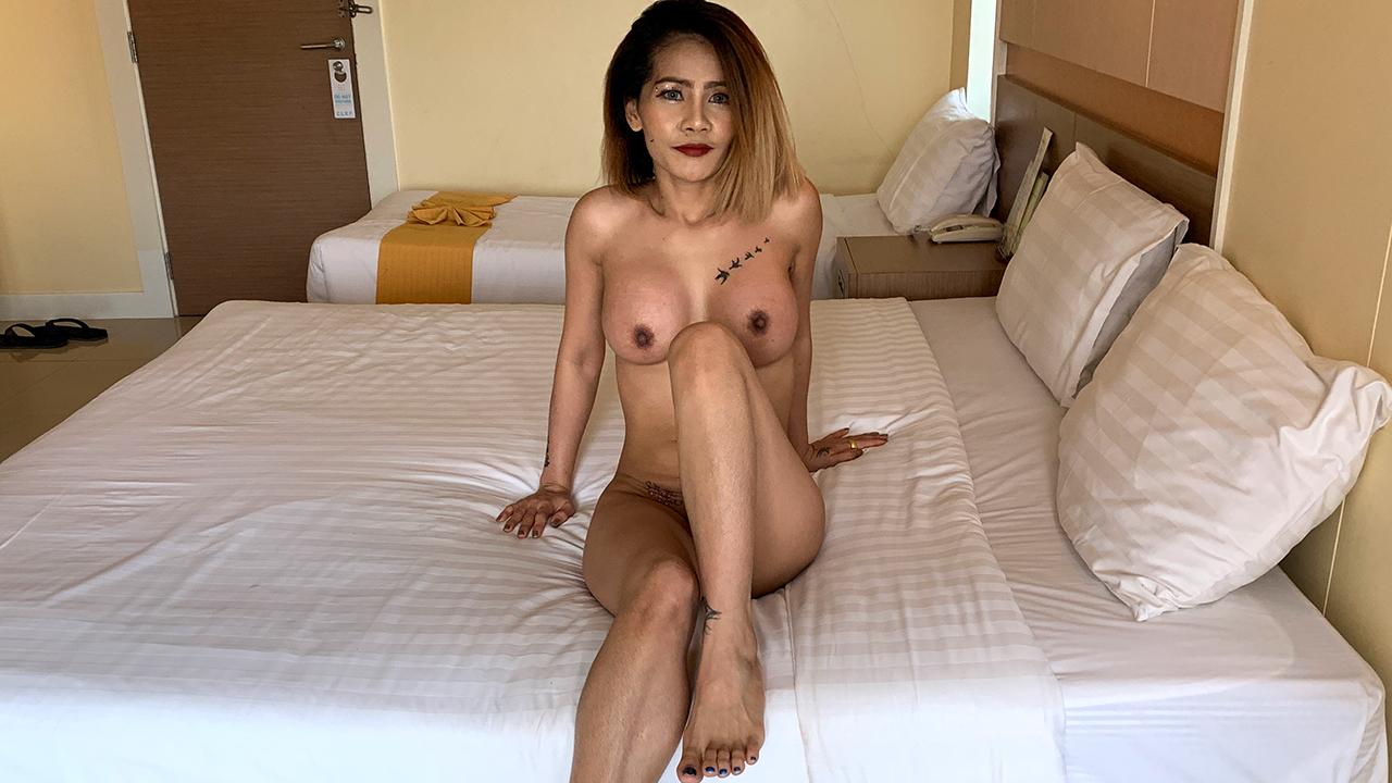 Big Tits Asian Amateur MILF w/ Super Wet Pussy - TukTuk Patrol